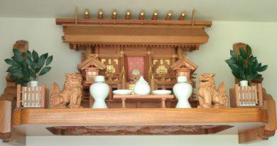 彫刻付き欅神棚