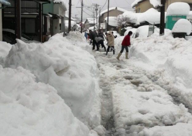 融雪装置が付いていても、住民総出で雪かき