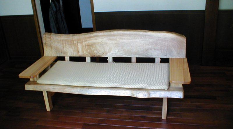 ベンチの背が、天然無垢材の素材感が活きていて、悦んで頂けました。
