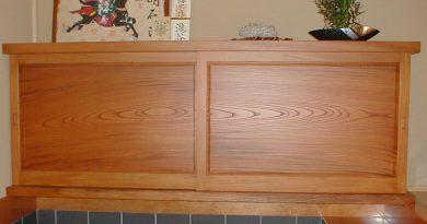 様邸(富山県) 家の顔「玄関」欅無垢材の木目に感激です。