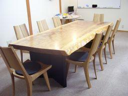 屋久杉の会議用テーブル